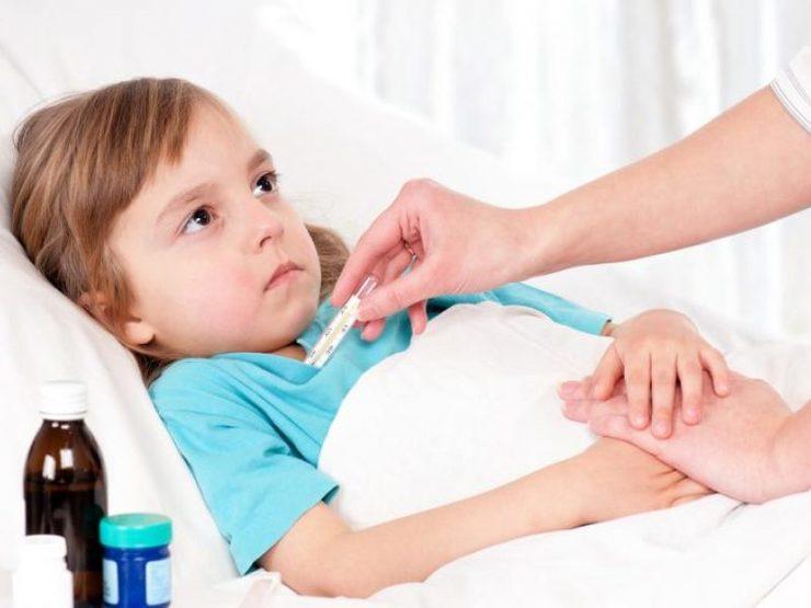 Промывание желудка у детей: показания и алгоритм действий