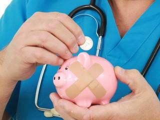 Финансовый эксперт рассказал, как вернуть деньги, потраченные на лечение