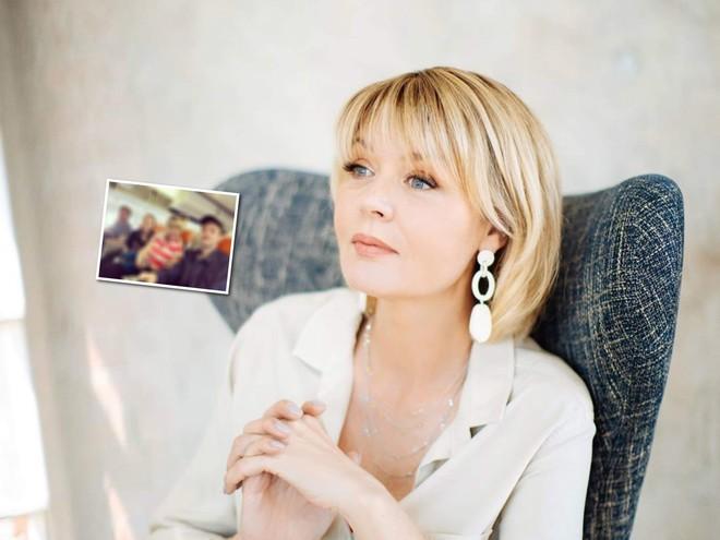 Мама, папа, дочь и сын: Юлия Меньшова поделилась особенным кадром с семьей