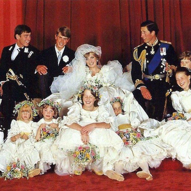 Забавный кадр со свадьбы принца Чарльза и Дианы Спенсер