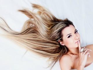 Стилист-парикмахер пояснил, от чего зависит рост волос