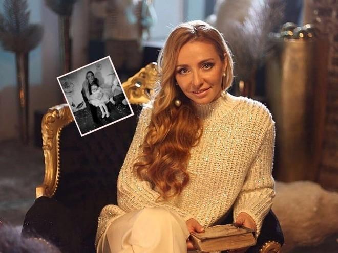 Татьяна Навка показала трогательные фото с мужем и сестрой в честь дня рождения племянницы