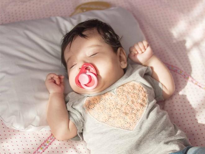 Невролог рассказал, с какого возраста и на какой подушке должен спать ребенок