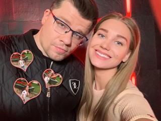До упаду: дочь Кристины Асмус и Гарика Харламова покорила поклонников своим танцем