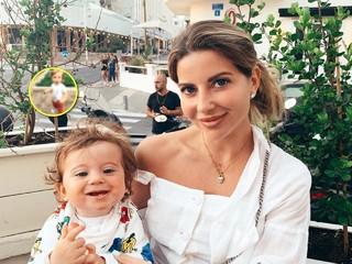 Галина Юдашкина показала, как помогает бабушке на грядках ее младший сын