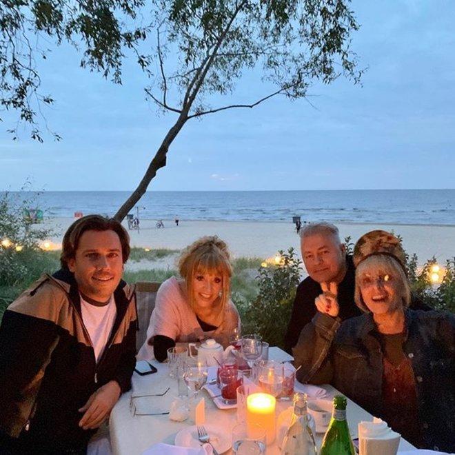 Максим Галкин с Аллой Пугачевой и Лайма Вайкуле с мужем