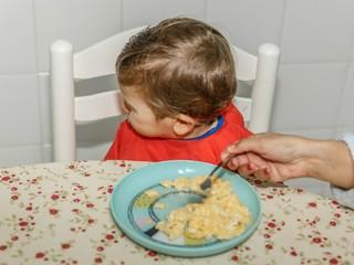Теперь это так называется! Про родителей, которые заставляют детей съедать все, что в тарелке