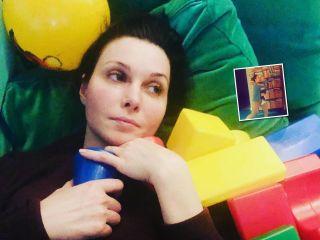 Закружила в танце: актриса Александра Урсуляк поздравила сына с 2-летием