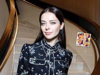 «Словно озорная девчонка»: Марина Александрова показала фото без макияжа