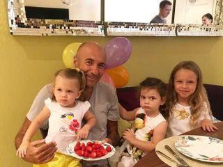 Новое поколение: Игорь Крутой рассказал, где живут и учатся его внучки